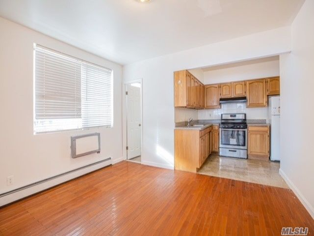 2 BR,  2.00 BTH Other style home in Flushing