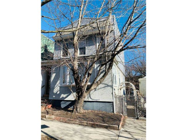 3 BR,  1.00 BTH 2 story style home in Ridgewood
