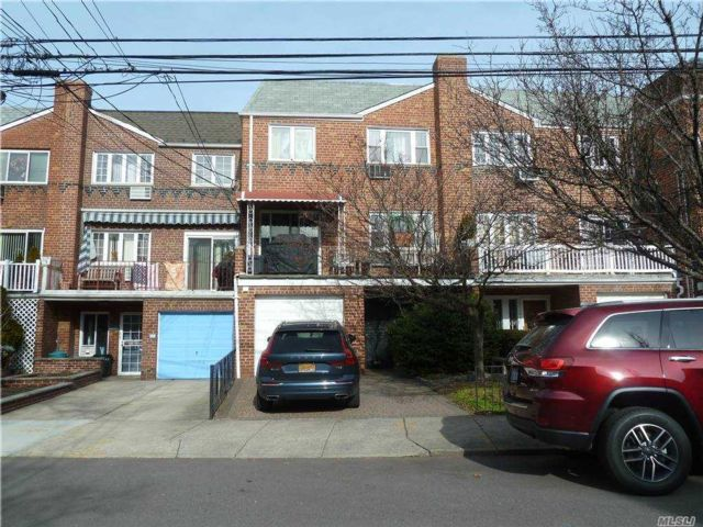 5 BR,  3.00 BTH  Colonial style home in Maspeth