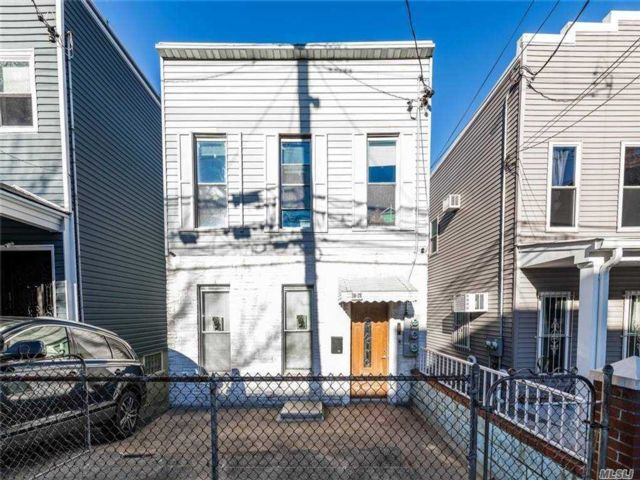 3 BR,  3.00 BTH  2 story style home in Long Island City