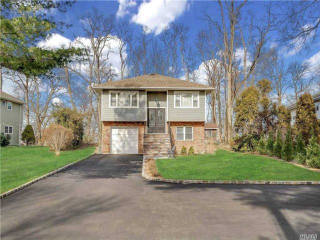 5 BR,  2.00 BTH  Hi ranch style home in Glen Cove