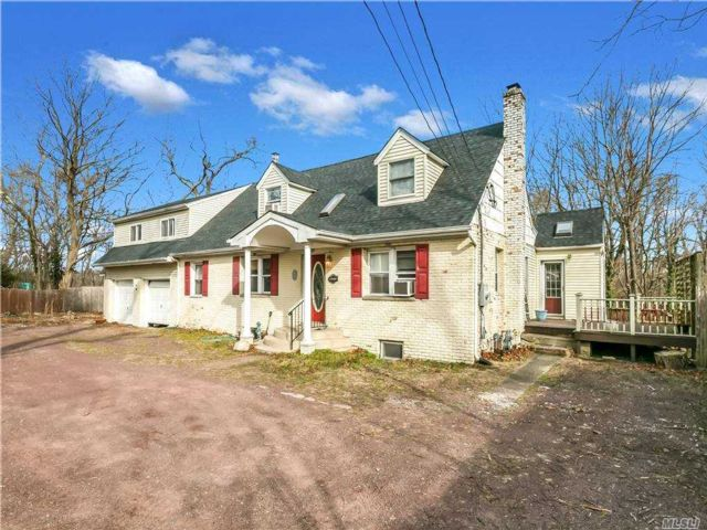 4 BR,  3.00 BTH  Exp cape style home in Port Jefferson