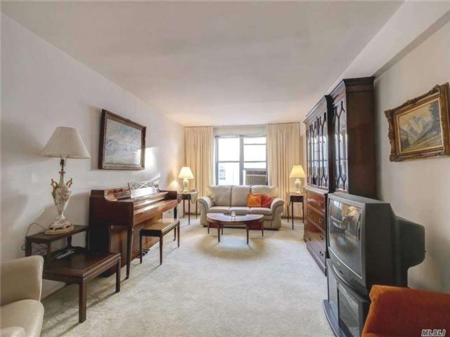 [Jackson Heights Real Estate, listing number 3175297]
