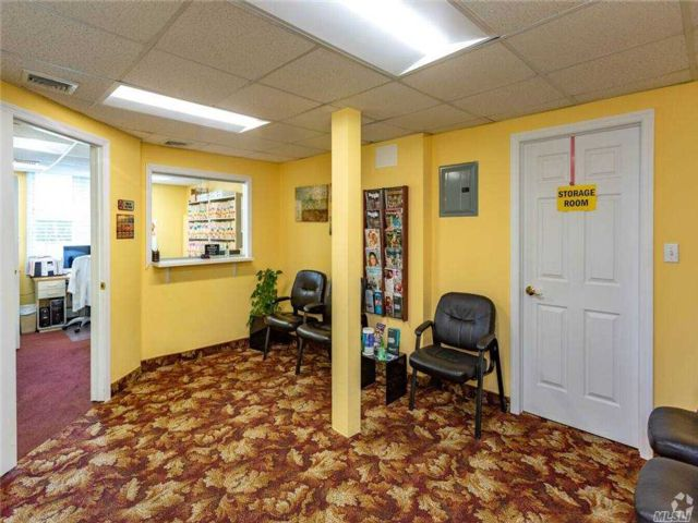 Studio,  0.00 BTH Commercial style home in Lynbrook