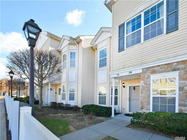 2 BR,  2.00 BTH Garden apartmen style home in East Meadow