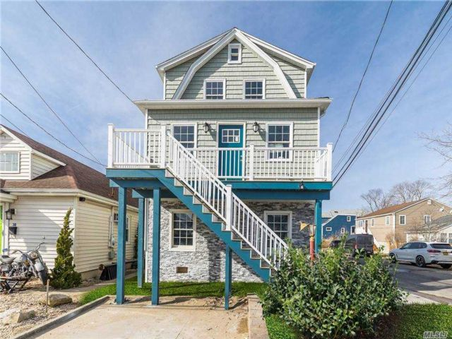 3 BR,  3.00 BTH  2 story style home in East Rockaway