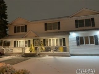 7 BR,  3.00 BTH Colonial style home in North Massapequa