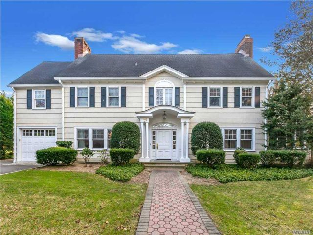 5 BR,  6.00 BTH  Colonial style home in Great Neck