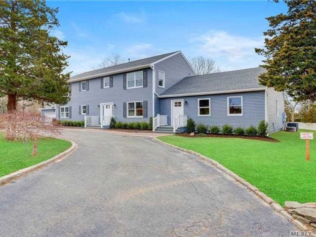6 BR,  3.00 BTH Duplex style home in Westhampton