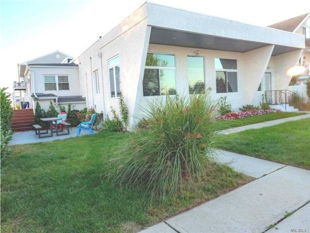 3 BR,  2.00 BTH Contemporary style home in Long Beach