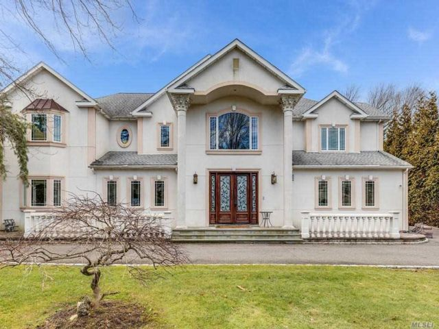 8 BR,  8.00 BTH Colonial style home in Woodbury