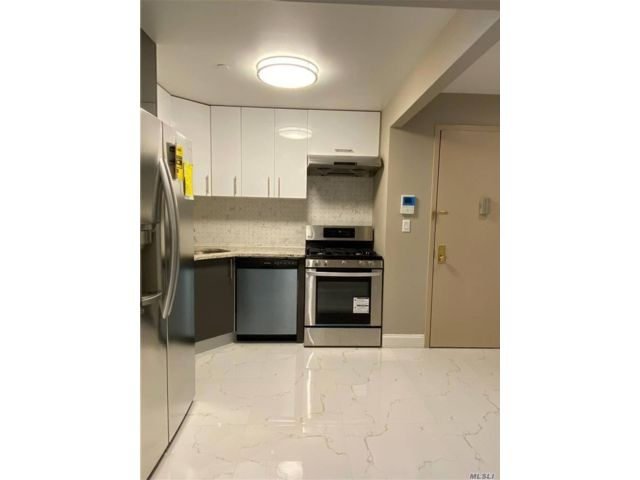 2 BR,  2.00 BTH Other style home in Elmhurst