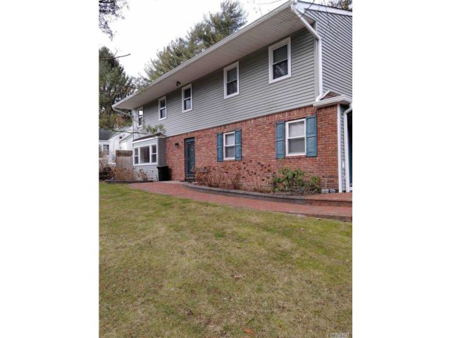 4 BR,  3.00 BTH  Colonial style home in Woodbury