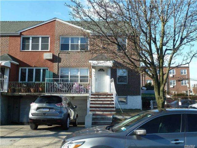 7 BR,  5.00 BTH  Other style home in Fresh Meadows