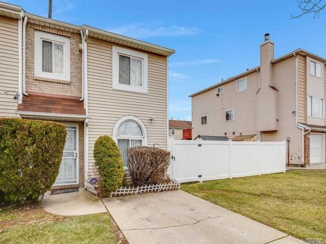 3 BR,  2.00 BTH Townhouse style home in Staten Island