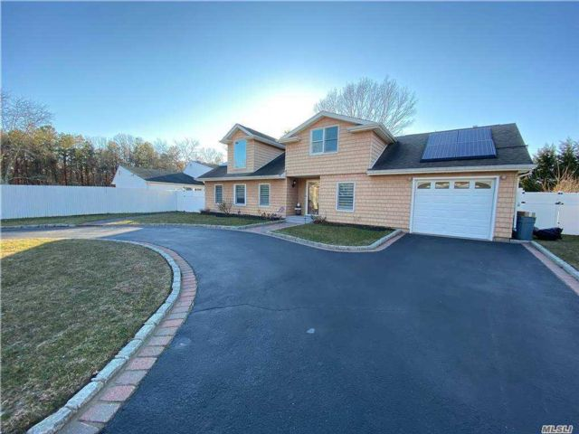 5 BR,  3.00 BTH Other style home in Medford