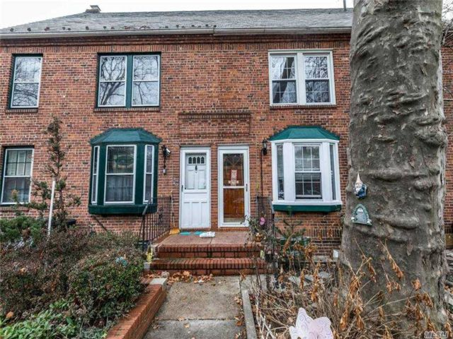 5 BR,  4.00 BTH Townhouse style home in Sunnyside