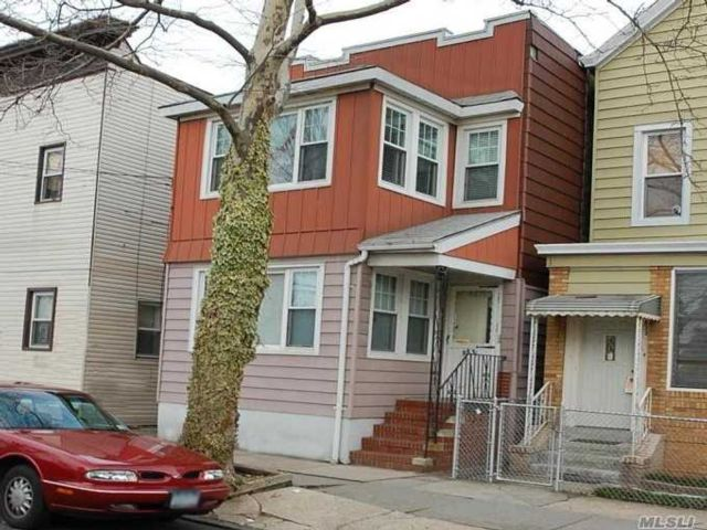 5 BR,  3.00 BTH  2 story style home in Woodhaven