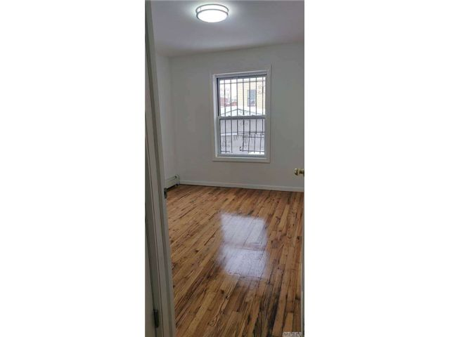 2 BR,  1.00 BTH 2 story style home in Corona