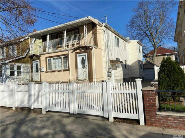 6 BR,  5.00 BTH  Hi ranch style home in Springfield Gardens