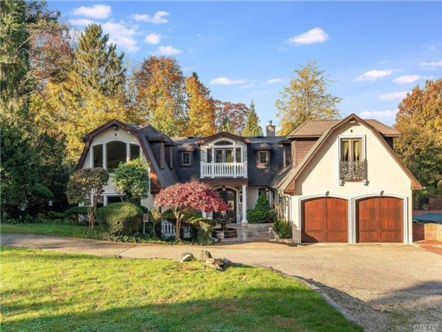 5 BR,  6.00 BTH Colonial style home in Glen Cove
