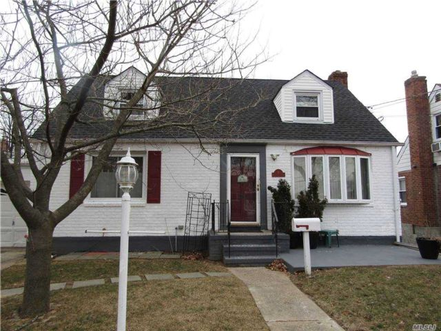 4 BR,  4.00 BTH Exp cape style home in Valley Stream