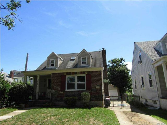 3 BR,  3.00 BTH  Cape style home in Bellerose