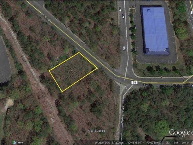Lot <b>Size:</b> 100x95X IRR  Land style home in Bayport