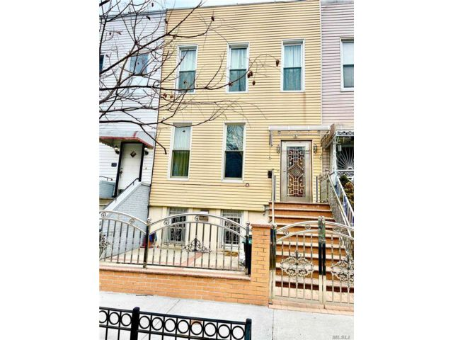 4 BR,  2.00 BTH  2 story style home in Bushwick
