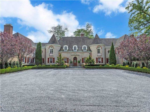 7 BR, 11.00 BTH  Estate style home in Muttontown
