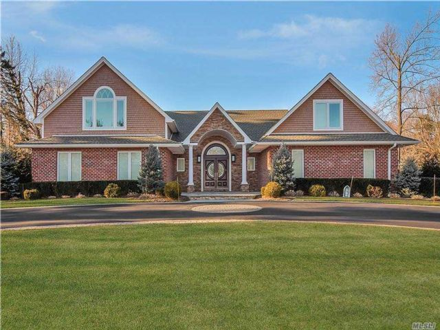 5 BR,  7.00 BTH  Modern style home in Old Westbury