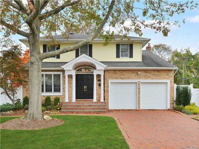 4 BR,  3.00 BTH  Colonial style home in Woodmere