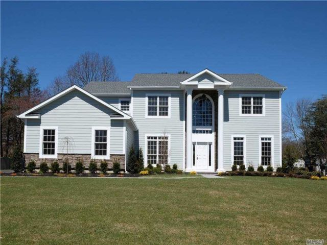 6 BR,  6.00 BTH Colonial style home in Syosset