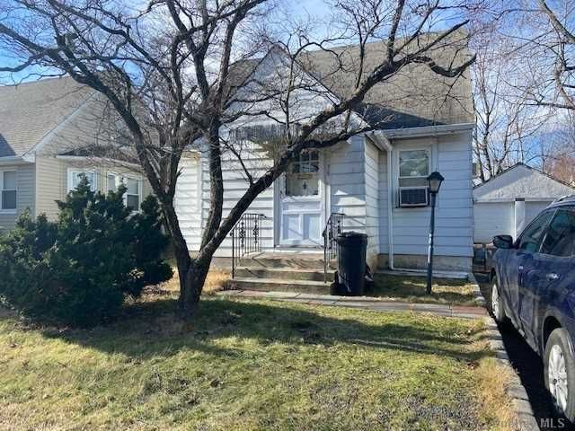 3 BR,  3.00 BTH Colonial style home in Great Neck