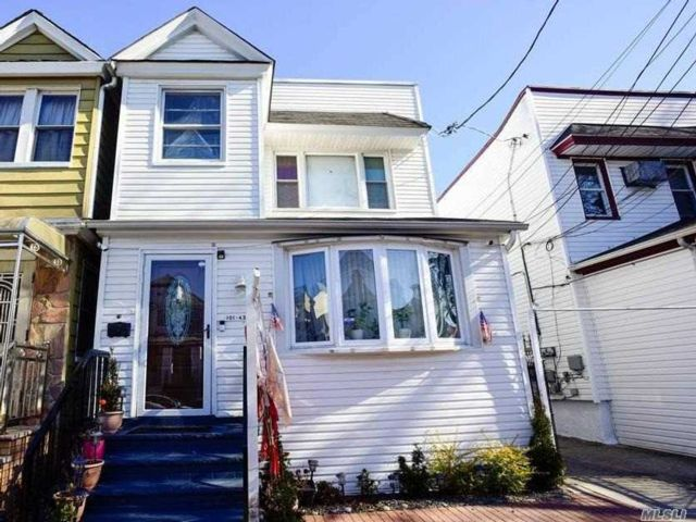 5 BR,  2.00 BTH Colonial style home in Richmond Hill