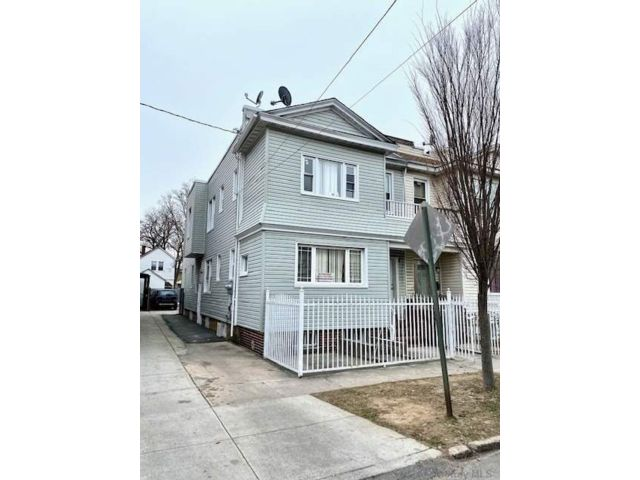 7 BR,  2.00 BTH  Colonial style home in South Ozone Park