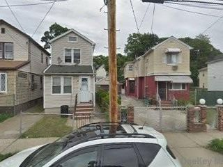 6 BR,  3.00 BTH  2 story style home in South Ozone Park
