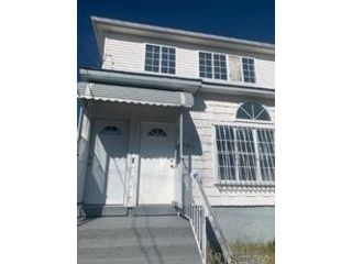 5 BR,  3.00 BTH Contemporary style home in Arverne
