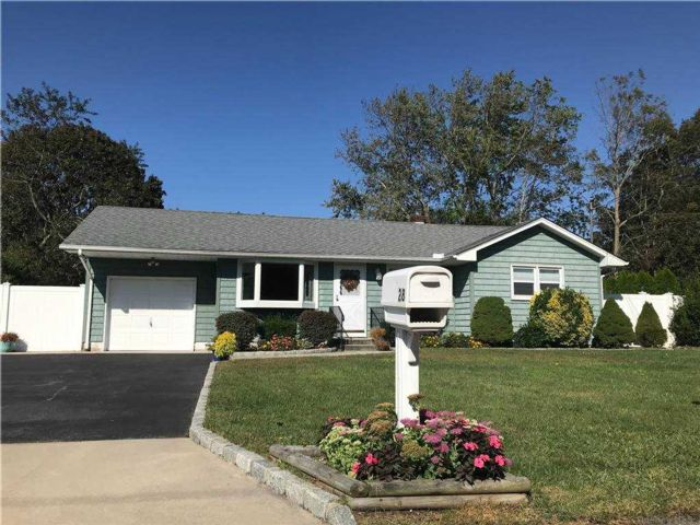 3 BR,  2.00 BTH  Ranch style home in Center Moriches