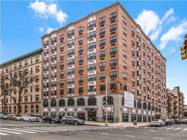 3 BR,  2.00 BTH Apt in bldg style home in Crown Heights