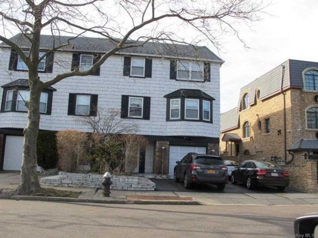 7 BR,  6.00 BTH Townhouse style home in Bayside