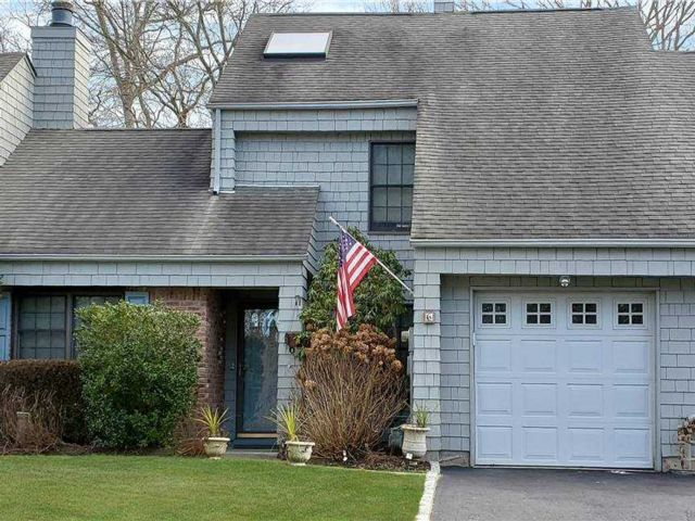 3 BR,  3.00 BTH Townhouse style home in Bayport