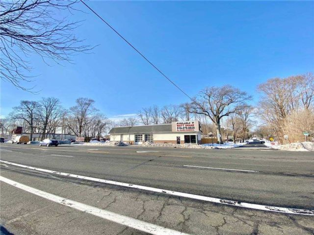 Studio,  0.00 BTH Commercial style home in Selden