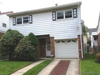 3 BR,  2.00 BTH Split level style home in Bayside