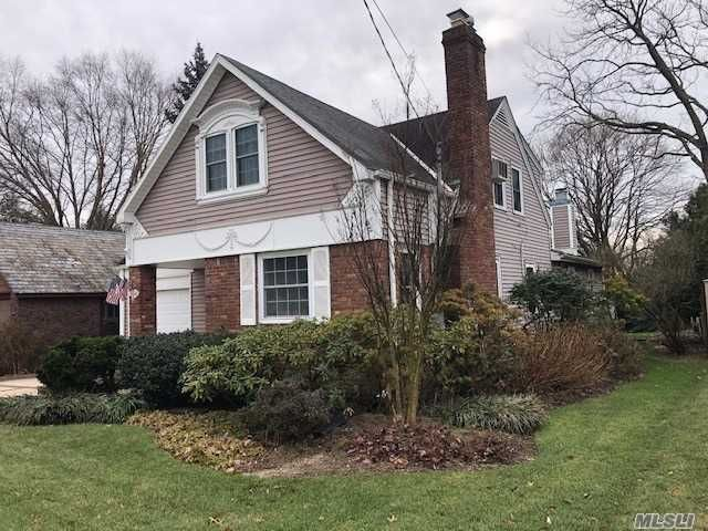 3 BR,  2.00 BTH  Colonial style home in Farmingdale