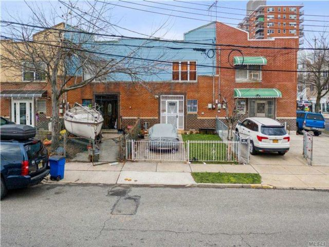3 BR,  2.00 BTH 2 story style home in Coney Island