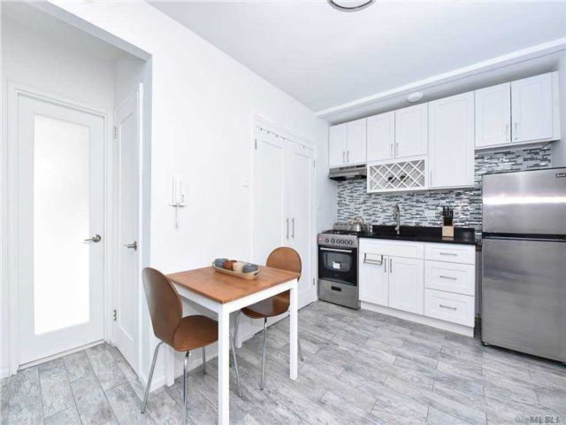 Studio,  1.00 BTH Mid rise style home in Briarwood