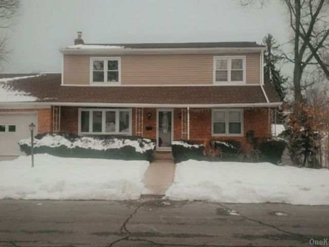 2 BR,  1.00 BTH  2 story style home in Floral Park