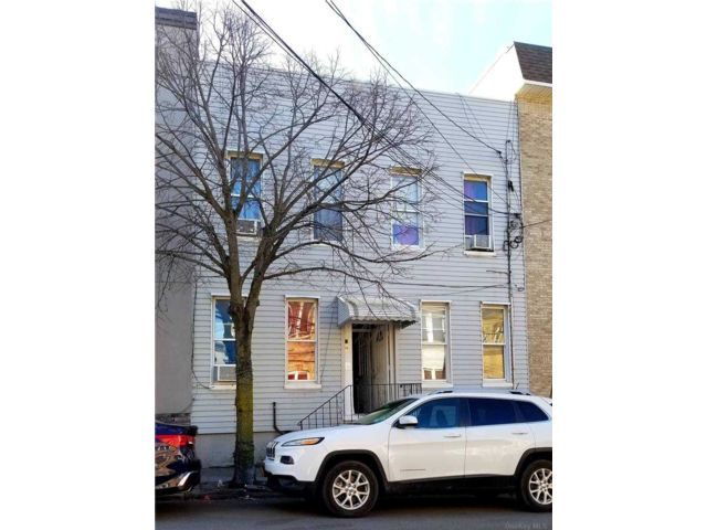 [Maspeth Real Estate, listing number 3176341]