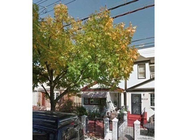 6 BR,  3.00 BTH 2 story style home in Richmond Hill